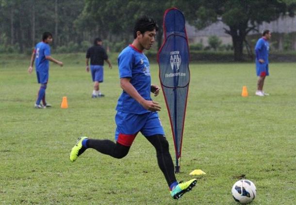 Ahmad Bustomi Kapten Lawan DC United