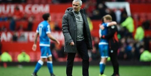 Mourinho Keluhkan Rumput Stadion Olimp-2