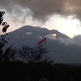 Gunung Agung Masih Tetap Memberikan Kegiatan Yang Masih Relatif Tinggi