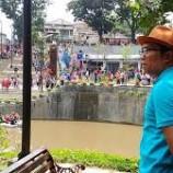 Ridwan Kamil Jadi Juara dalam Perlombaan Makan Krupuk di Kolam