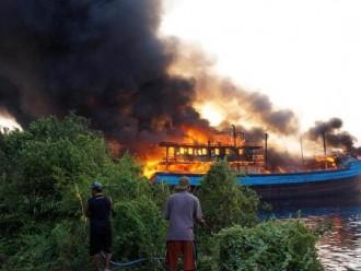 Sebanyak Lima Kapal di Slamaran Pekalongan Terbakar