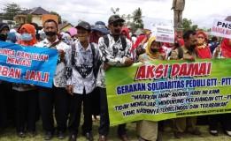 Ribuan Guru Honorer di Blitar Gelar Aksi Tutup Mulut dengan Lakban